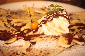 Crepe-with-chocolate-cream-vanilla-ice-cream-and-creme
