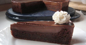 recept-na-Snadný-čokoládový-dort-na-kterém-se-čokoládou-nešetří